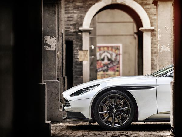 Our Pic Of The Week this Friday is quite clearly an Aston Martin DB11. Specifically though it's the newly released V8 model
