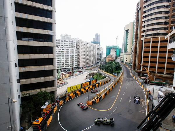 Macau GP: Hat-trick for Hickman as red flags end action