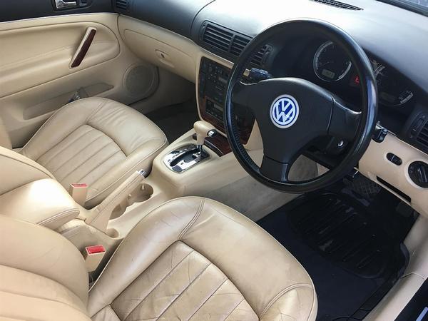 Volkswagen Passat W8  Spotted
