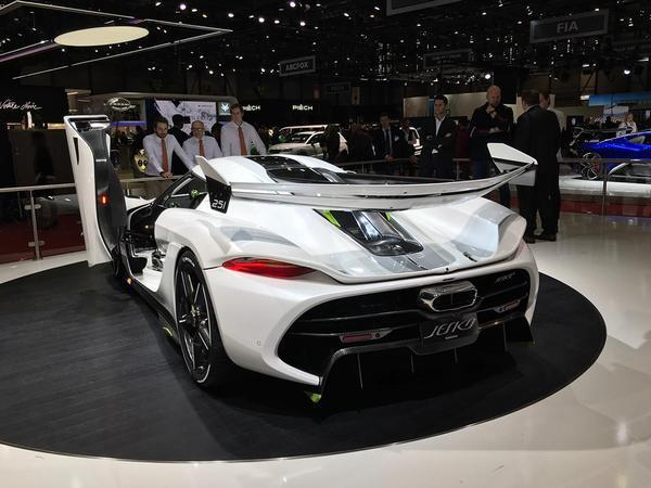 Koenigsegg Jesko: A Swedish Megacar With 1600 HP, Seven Clutches, and 300-MPH Top Speed