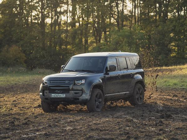 New Land Rover Defender gets starring role in upcoming James Bond film