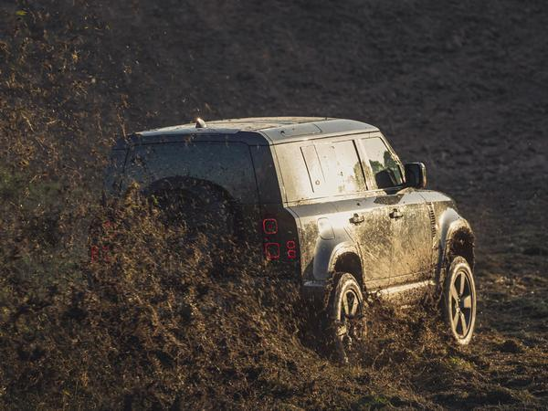 Land Rover Defender stars in new James Bond film stunts